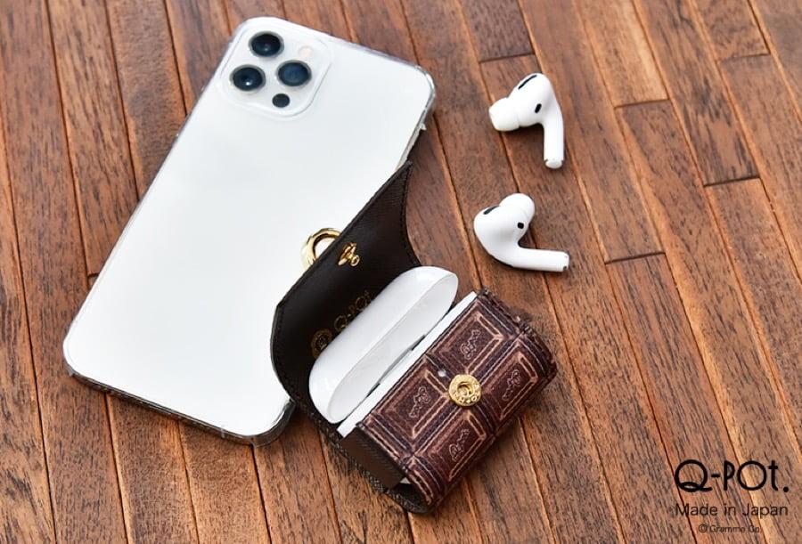 【新商品】アクセサリー感覚で持ち歩ける「ビターチョコレートAirPods Proケース」が、Q-pot.から発売