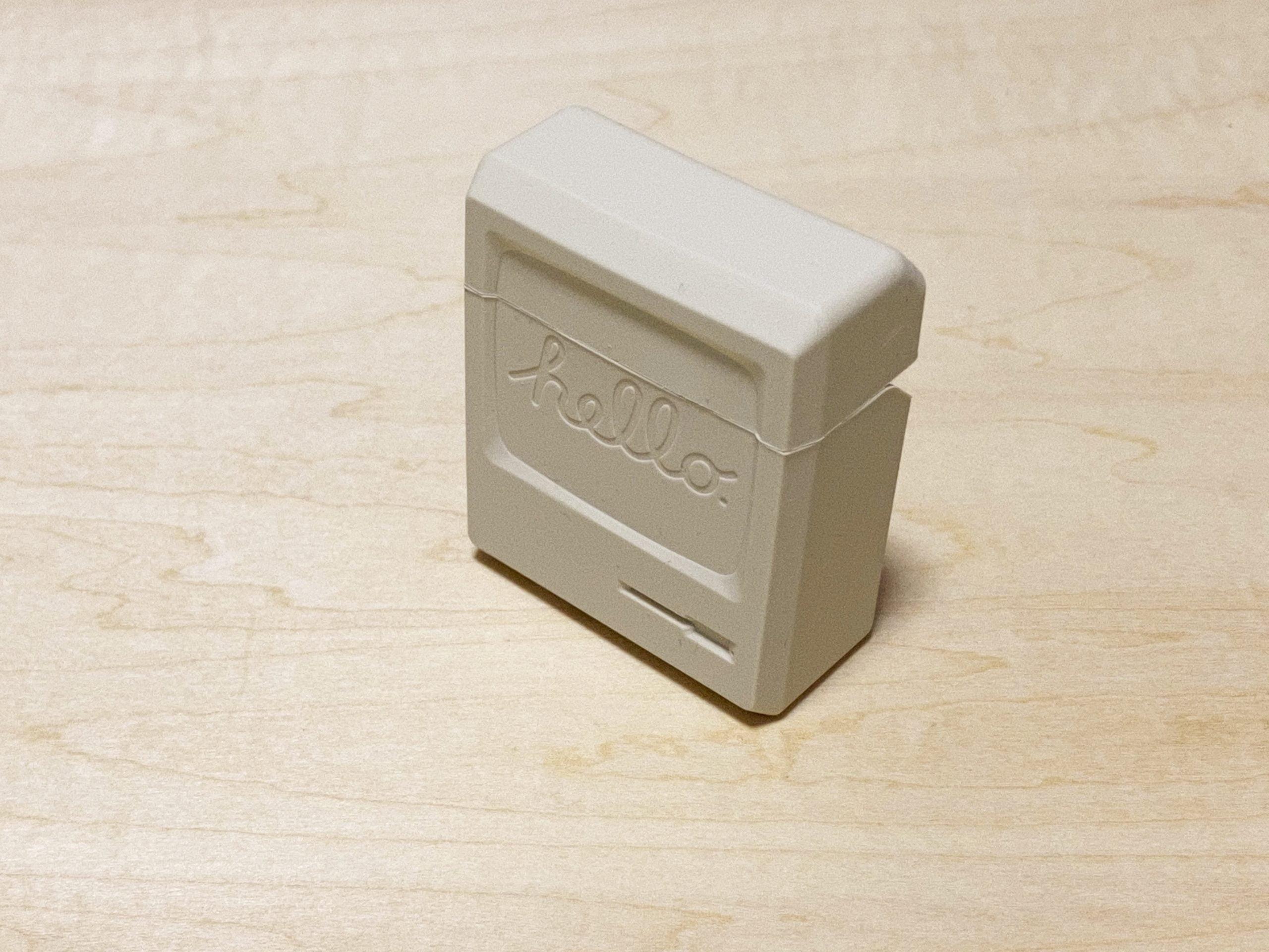 【ウラチェックレビュー】elago AW3 Case for AirPods /AirPods 2nd Charging / AirPods 2nd Wireless(エラゴ)|Appleファンなら抑えておきたいMacintosh ClassicのデザインのAirPodsケースの紹介